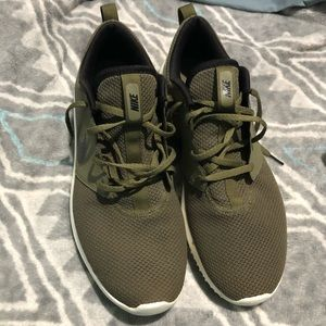 Nike army green golf shoes